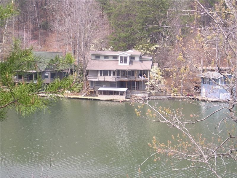 ~A~ Little Bit of Heaven on Lake Lanier - Convenient to TIEC, vacation rental in Lynn