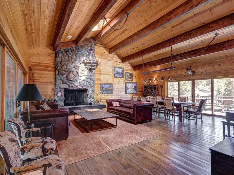 Peaceful Mountain Lodge On A 640 Acre Ranch- With A New Game Room!, aluguéis de temporada em Red Feather Lakes