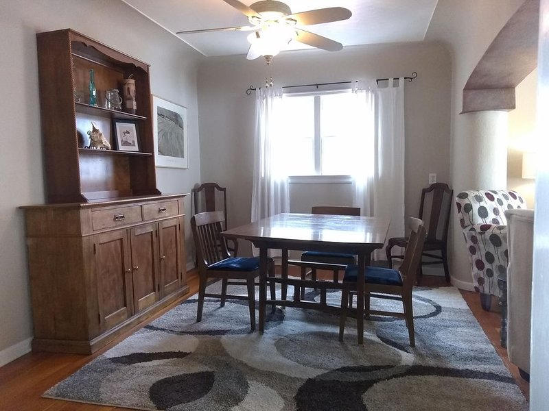 Lovely Arts and Crafts Style 3BR 2BA Home in Historic Old Town Lafayette, holiday rental in Broomfield