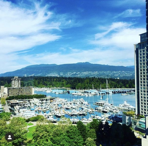 Luxury Coal Harbour 2 bed 2 bath w/ Stunning Views, vakantiewoning in Vancouver