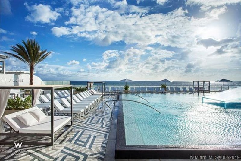 Luxe Oceanfront Condo at The W Residences; 2BR/2BA; Infinity Pool; Full Kitchen, location de vacances à Fort Lauderdale
