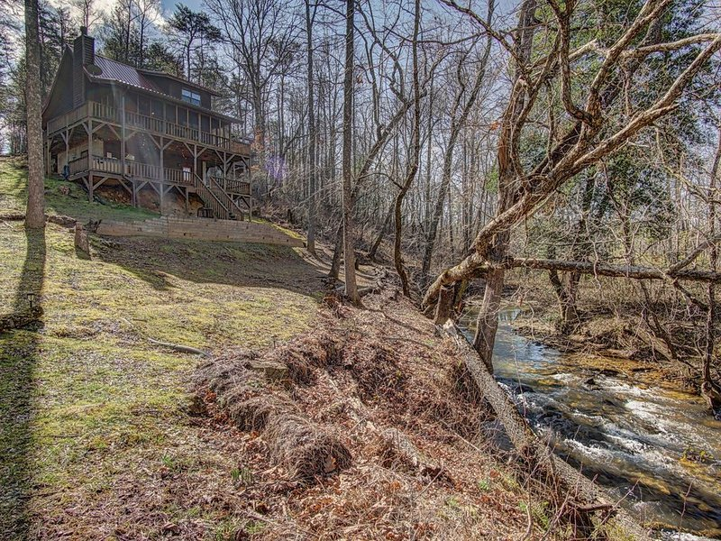 Secluded and Creek Frontage!, location de vacances à Blairsville