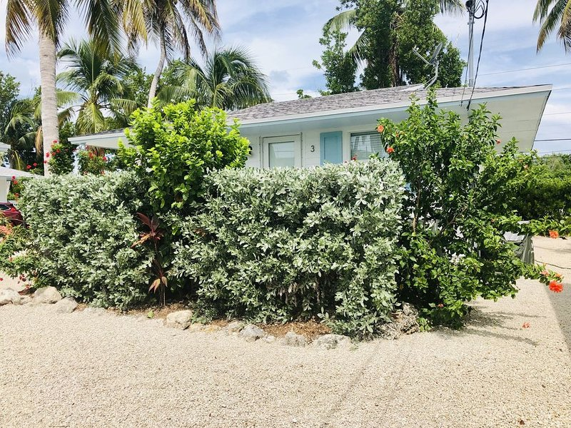 Islamorada Escape - Bungalow #3 - Cozy, clean, tropical oasis!, location de vacances à Long Key