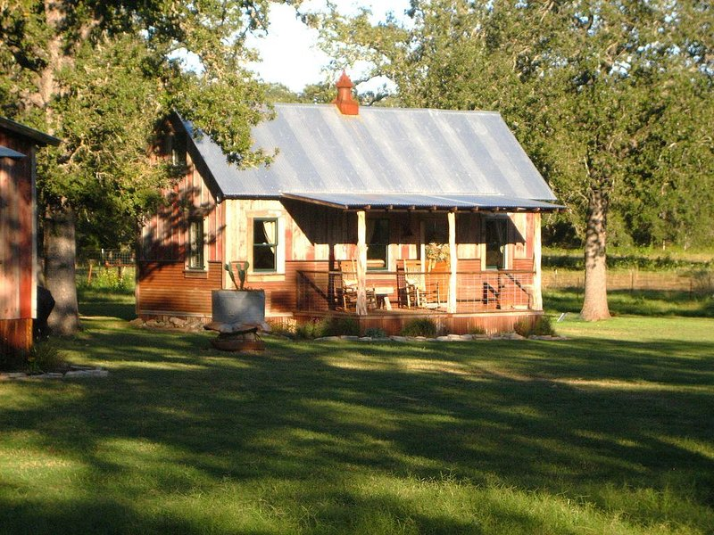 A Quiet Get-A-Way In The Texas Hill Country, vacation rental in Fredericksburg