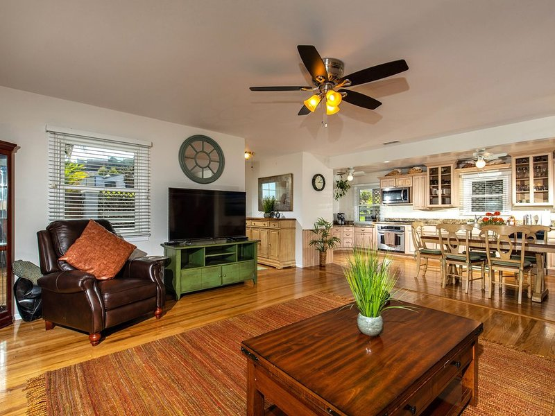 Solana Beach Oasis 3BD/2BA (Steps 2 Both Beaches) Winter rates now/ & monthly, vacation rental in Solana Beach