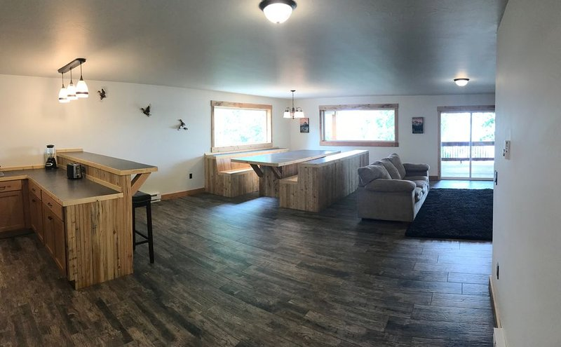 Brand New Built Duck Lake Duplex on Duck Lake Shore, vacation rental in Babb