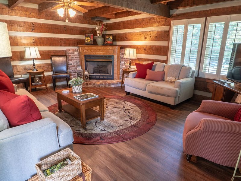 Cozy & Chic Rustic Retreat-Luxury Log Home ❤️ Near Downtown, Opry and Much More♫, holiday rental in Nashville