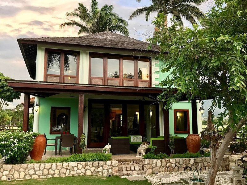 Oceanfront Luxury Villa in Jamaica, holiday rental in Priory