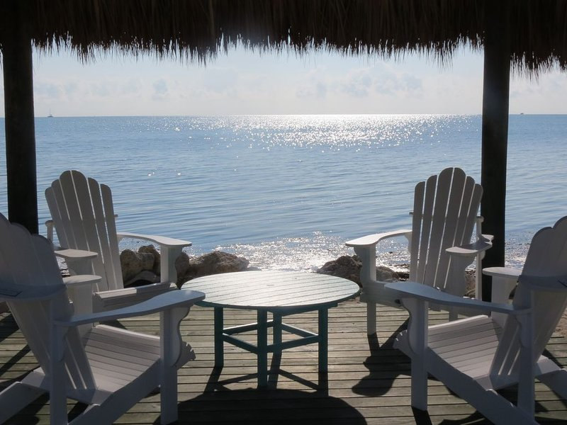 Key Largo Sunrise Escape - Ocean Front - Sleeps 10 - 3 Bedroom / 3 Bathroom, location de vacances à Tavernier