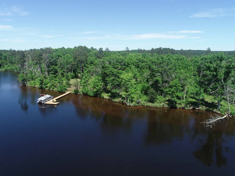 Pet friendly luxury lakeside vacation home-sleeps 11, holiday rental in Minong