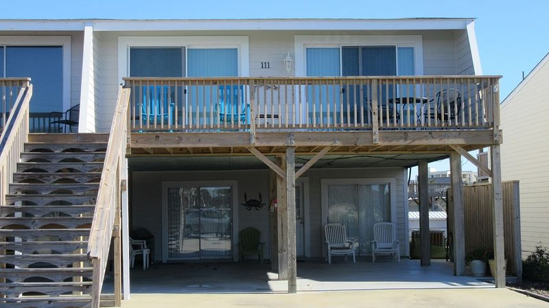Just walking minutes from the beach. Great ocean and sound views from deck, holiday rental in Morehead City