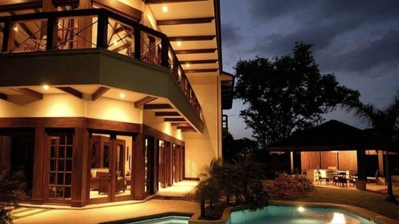 Exclusive landscaped Home in Hacienda Pinilla, the best Golf & Beach community, aluguéis de temporada em Playa Avellanas