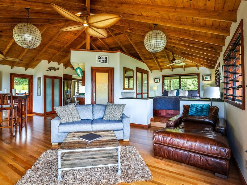 23 Acre Estate, Ocean and Sunset Views, Hot Tub, Private Beach Access, Jungle!, alquiler de vacaciones en Kilauea