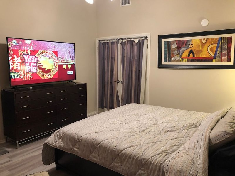 Modern studio in FV, 3m to beaches, SCoastPlaza, Disneyland, Angel Stadium, LA., holiday rental in Fountain Valley