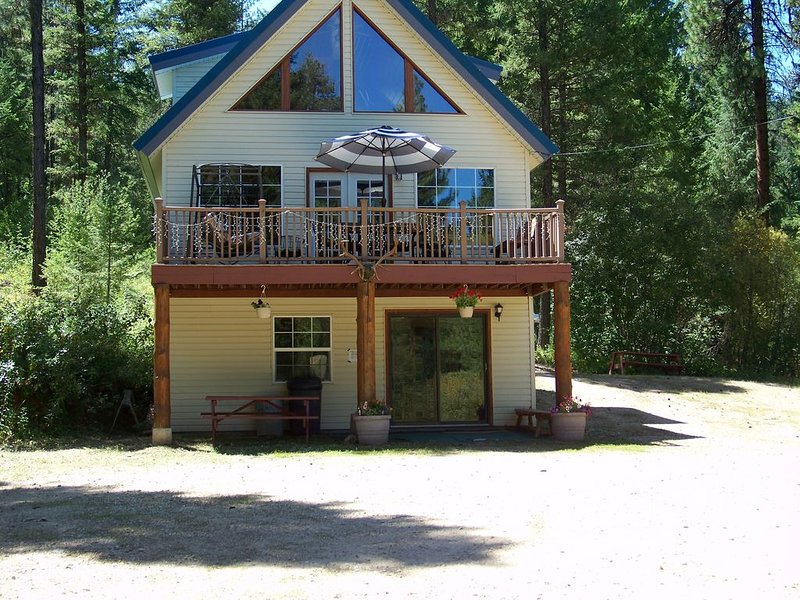 Beautiful Mountain Vacation Cabin / 0nly  30 Miles from Boise Id, holiday rental in Boise