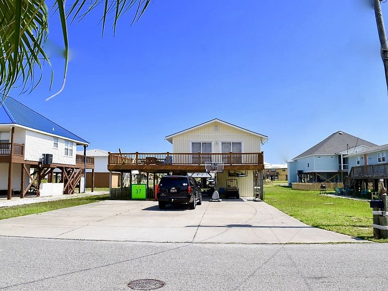 Your Island Getaway Within Walking Distance To The Gulf, holiday rental in Fort Morgan