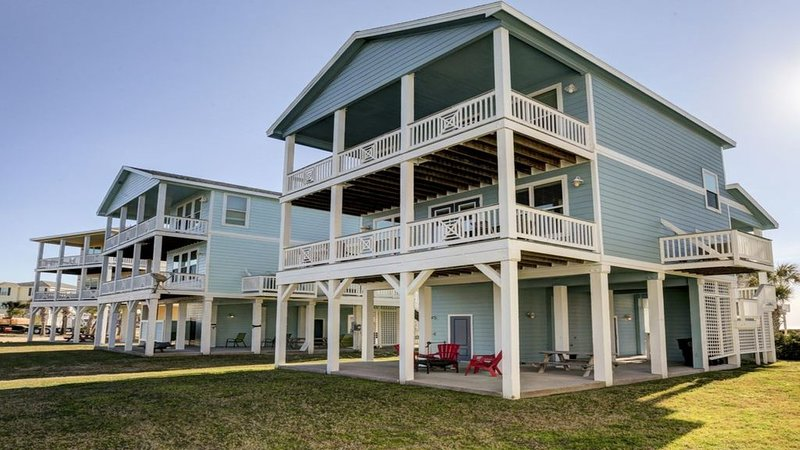 Custom Beach Cottage with Amazing Water Views From Each Room-PLUS Beach Club!, vacation rental in Galveston Island