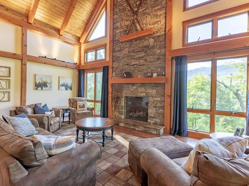 Luxury Loon Mtn Home Sleeps 16 with pool/gym access, holiday rental in Lincoln