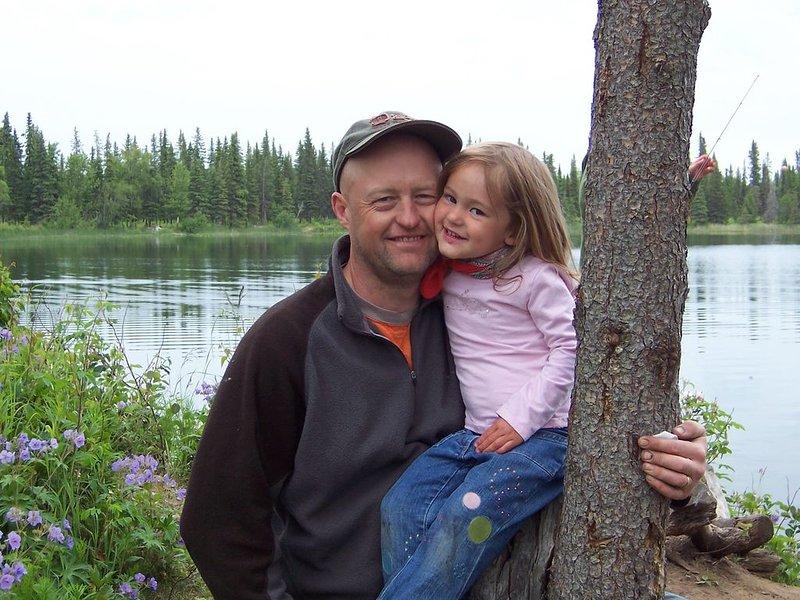 Annika con Pappa cuando era pequeña. Circa 2007.