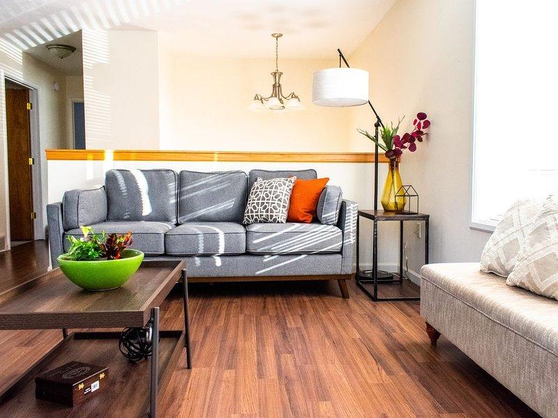 Bright & Private Home ~ Close To Downtown MQT, alquiler de vacaciones en Marquette