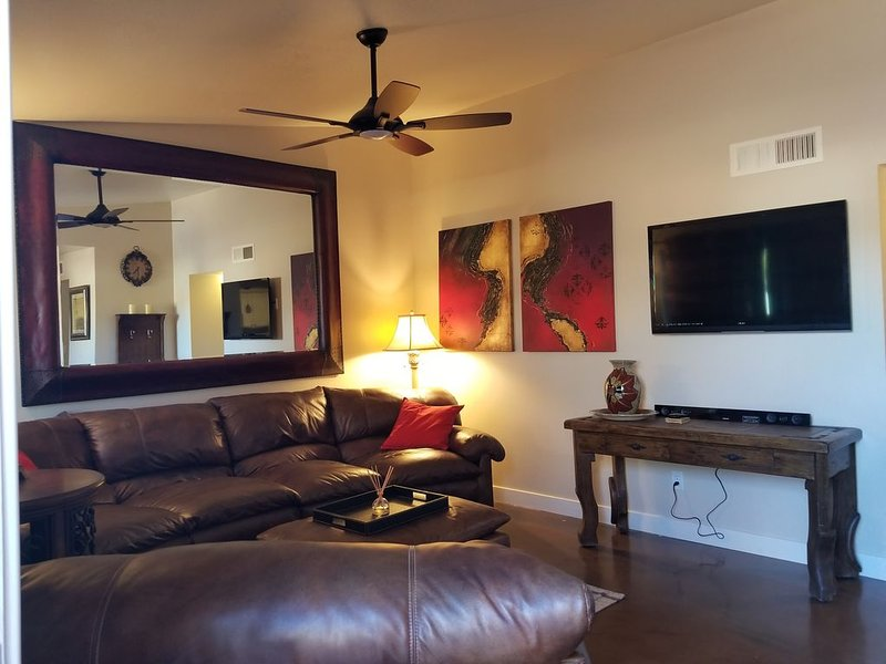 Cozy & Quaint Tempe Townhome!, holiday rental in Tempe