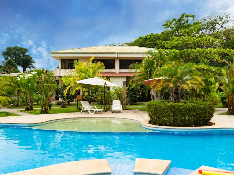 Poolside Villa with the Comfort of Home in the Tropics of Costa Rica!, holiday rental in Quepos