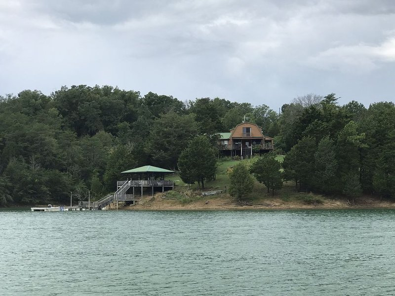 Lake House with Mountain Views, holiday rental in Sevierville