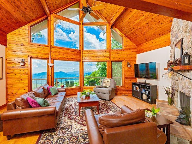 Mountain Lure: VIEWS OF BLUE RIDGE MTNS & LAKE LURE - NEAR ASHEVILLE & BLACK MTN, casa vacanza a Old Fort