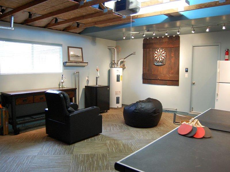Notre nouvelle salle de jeux, un endroit amusant et confortable pour se détendre et s'amuser