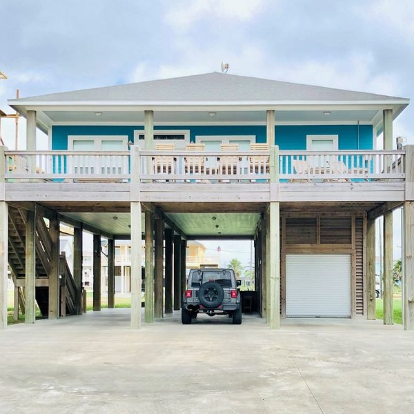 Shark Shack is a New And Beautifully Decorated 3rd Row Home In Holiday Beach!, alquiler de vacaciones en Crystal Beach