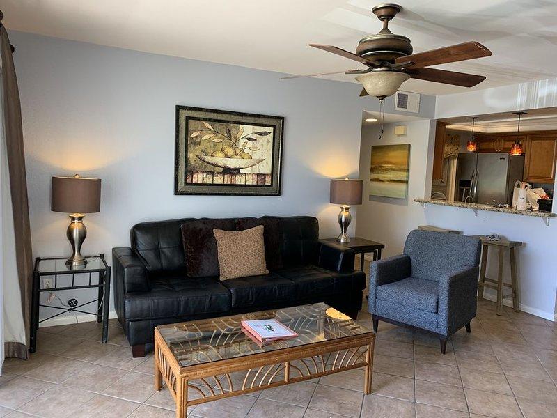 Luxury 2BR/2BA Condo Near Beaches and Del Mar Racetracks, Legoland, Sea World., vacation rental in San Diego