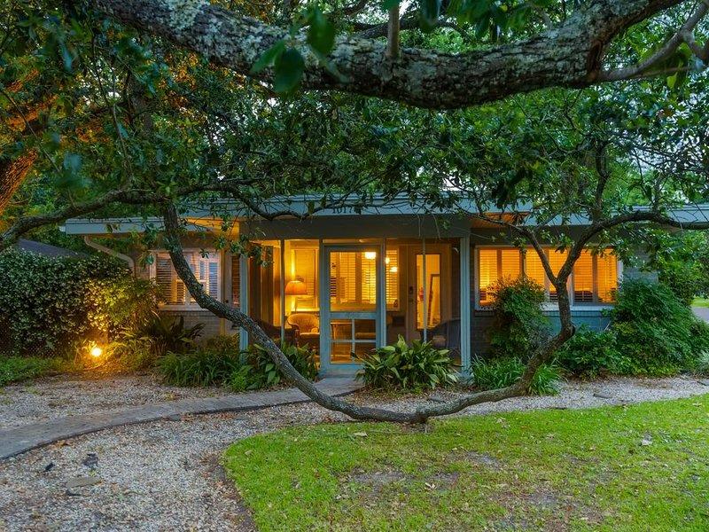 The Main Suite - perfect location in Ocean Springs., holiday rental in Ocean Springs