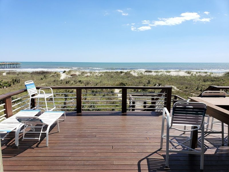 DIRECT OCEANFRONT Duplex with large 3 level deck next to Oceanana Fishing Pier., holiday rental in Atlantic Beach