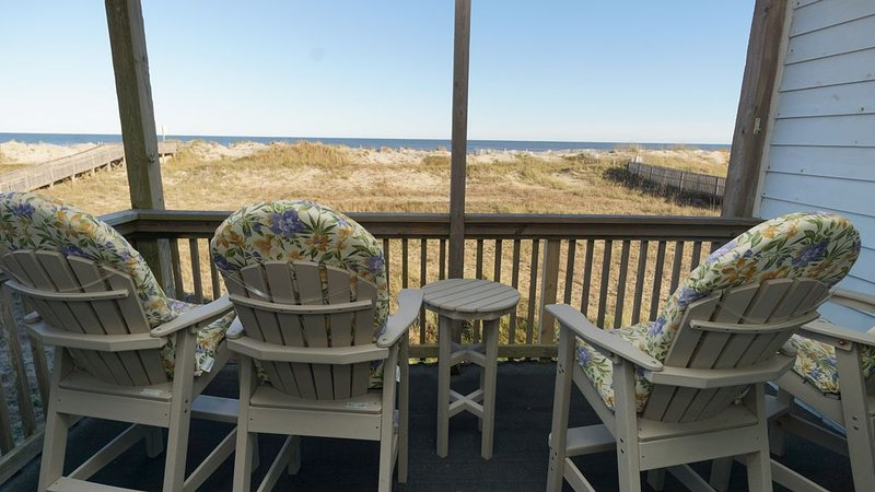 Hatteras Heaven® - Oceanfront 2BR/2 Bath Condo - Pool, Renovated Kitchen, King, casa vacanza a Rodanthe
