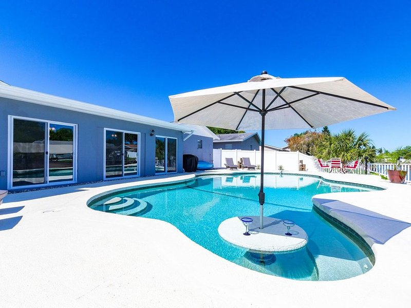 WATERFRONT RESORT!!! On Tampa Bay, SALTWATER CANAL, vacation rental in Tampa
