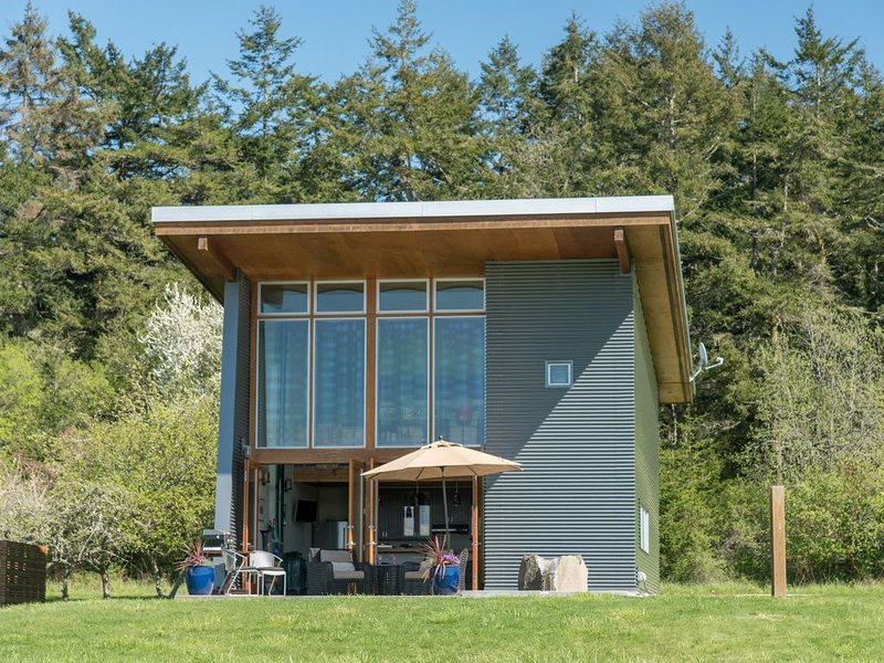 Nowak House - Lopez Island's One of a Kind Intimate Getaway, holiday rental in False Bay