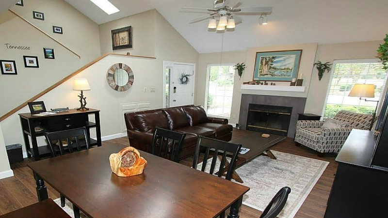 BEAUTIFUL TWO STORY TOWNHOME in TELLICO VILLAGE GOLF RESORT & FITNESS COMMUNITY, holiday rental in Madisonville