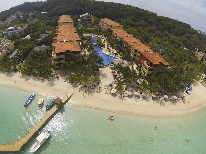 'Our Paradise Found' Come enjoy our little piece of paradise, holiday rental in Roatan