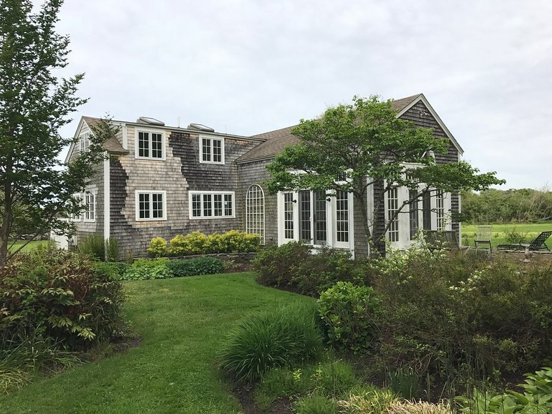Sakonnet Point home with beautiful gardens and views, and walk to  beach, holiday rental in Little Compton
