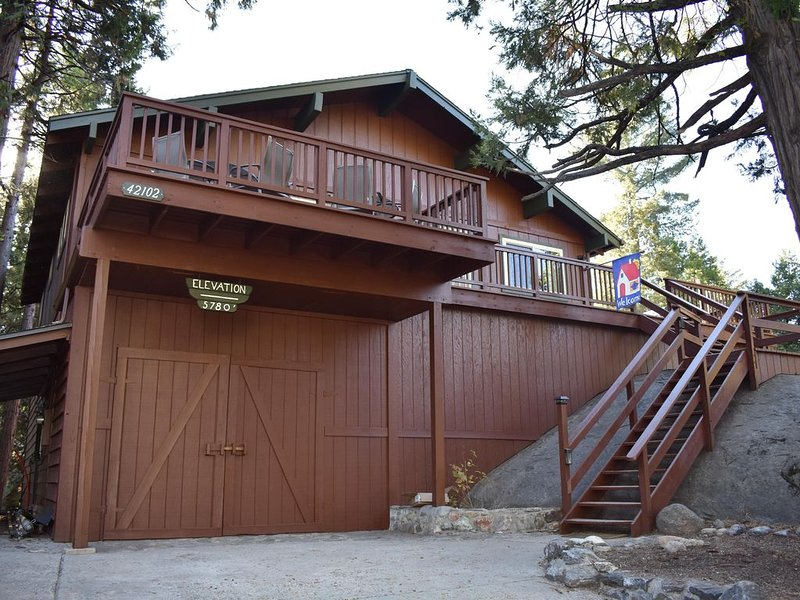 Upon This Rock Cabin at Shaver Lake, alquiler de vacaciones en Shaver Lake