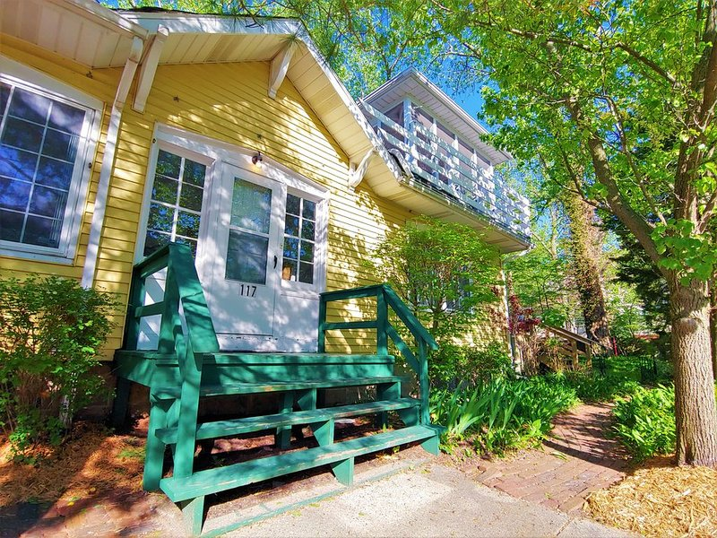 Just Steps to the Beach! Lake Michigan Views, Sleeps 18+, alquiler vacacional en Michigan City