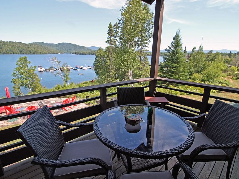 Stunning Lake & Mountain views-Private Beach access-Whiteface Club Resort, alquiler de vacaciones en Lake Placid