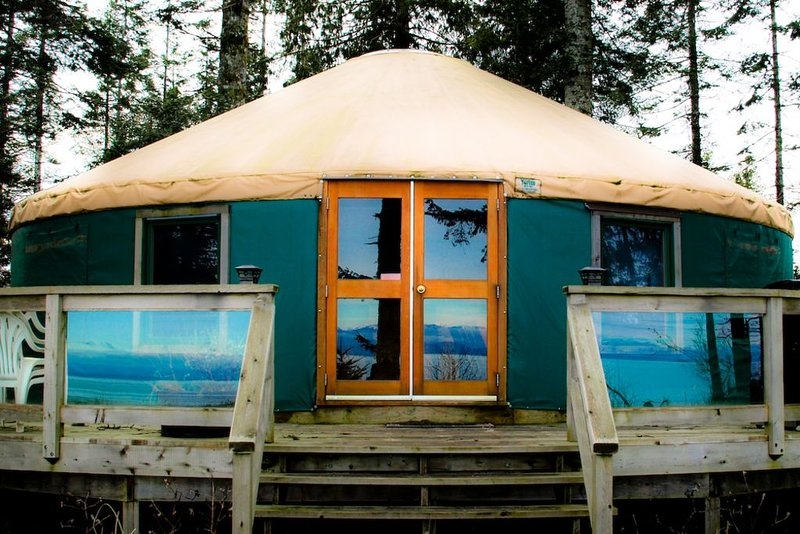 Oceanfront Yurt Vancouver Island, holiday rental in Quathiaski Cove