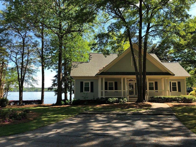 Amazing Getaway  at Reynolds Lake Oconee- just 90 miles from Atlanta, vacation rental in Eatonton