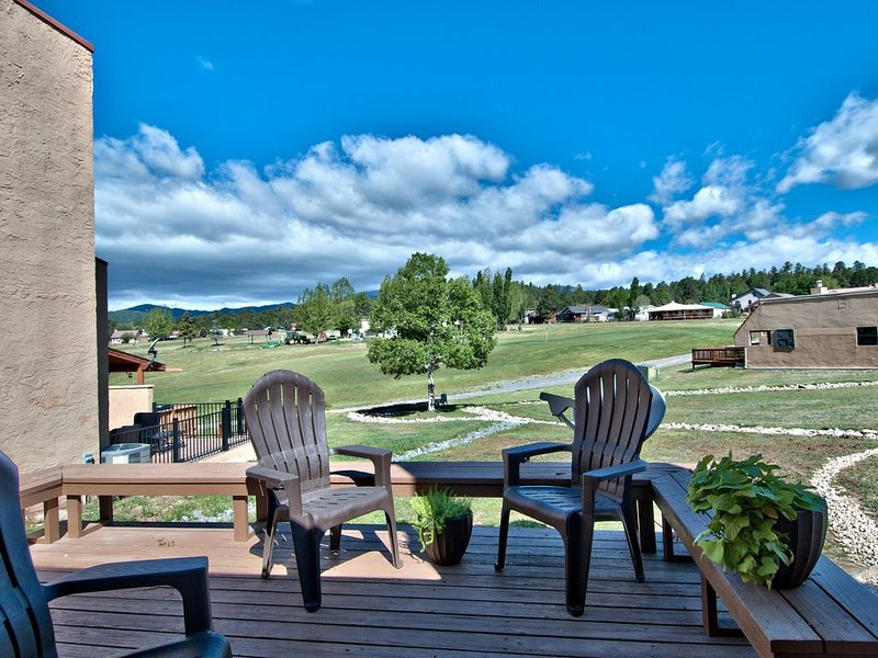 18th Green Golf Course Condo with Spectacular Sierra Blanca Views, vacation rental in Ruidoso