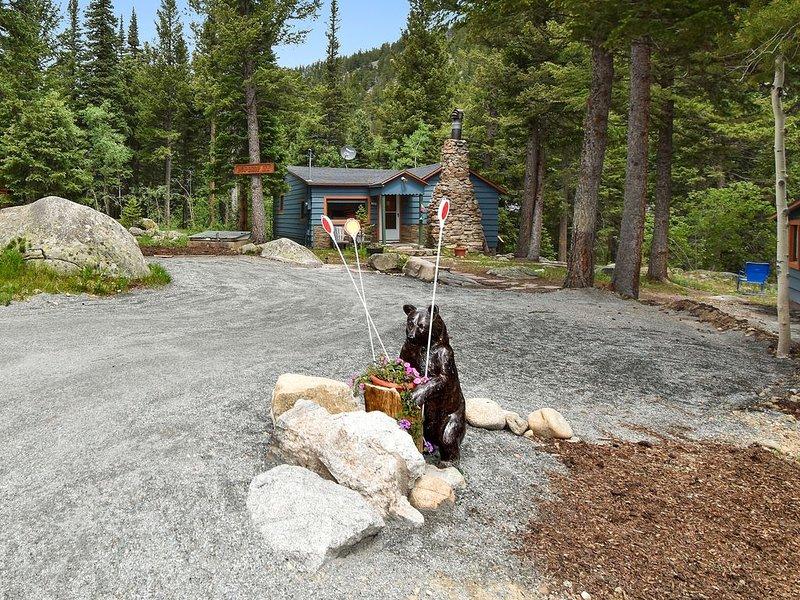 DEW DROP INN Cabin, highway 72,  creek front. Near Estes, Allenspark , Boulder,, holiday rental in Jamestown
