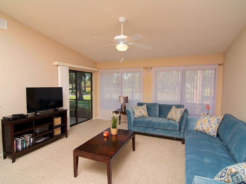 Vacation Villa just minutes drive from Siesta Key, year-round heated pool, holiday rental in Sarasota