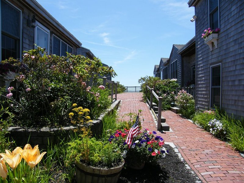 Cottage Condo steps from the beach, location de vacances à Yarmouth