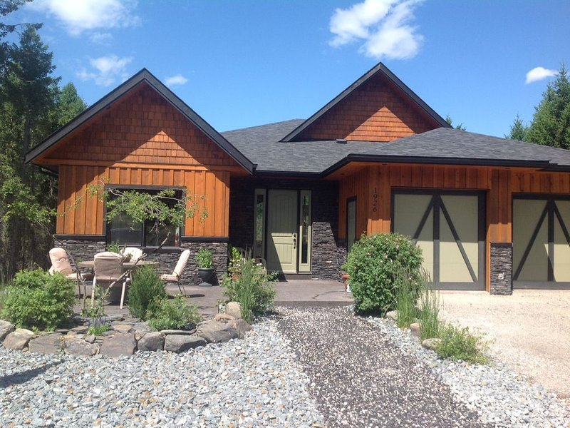 Spacious house with all the amenities you could want!, casa vacanza a Invermere