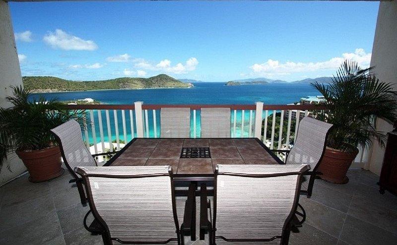 Edenview Remodeled Luxury Villa- Breathtaking Views!  Perfect 2BR/2BA Book Now!, alquiler de vacaciones en Smith Bay